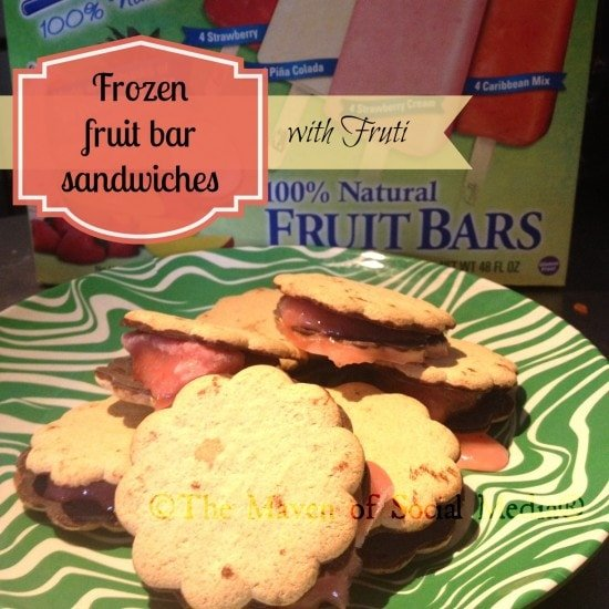 Frozen fruit bar sandwiches with Fruti: a healthier dessert choice #FreshNFruti #Cbias
