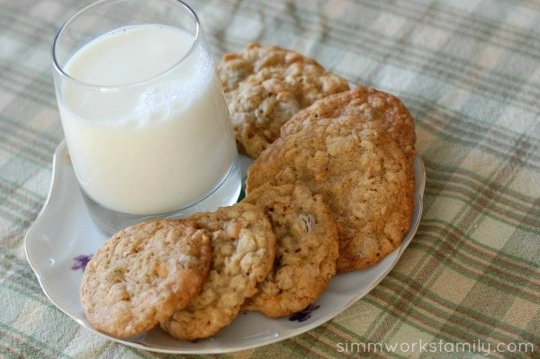 Oatmeal-Chocolate-Chip-Cookies-with-Milk