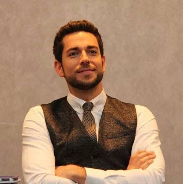 Zachary Levi as Fandral - Photo Credit MomStart.com