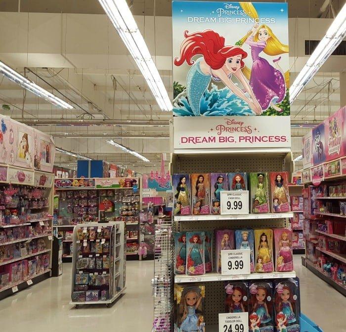 disney-princesses-at-toys-r-us
