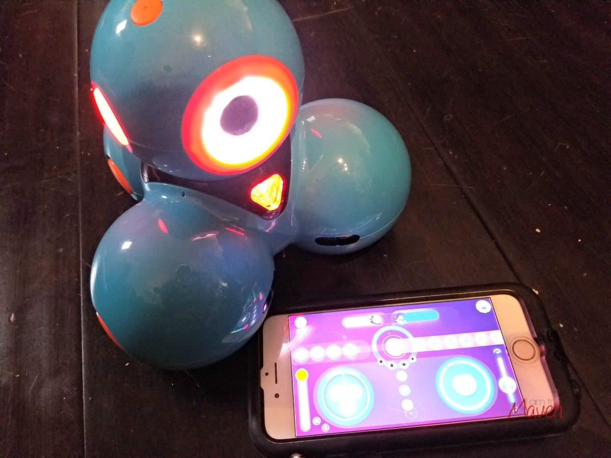 Dash, the kids robot can be controlled with Android or iOS.