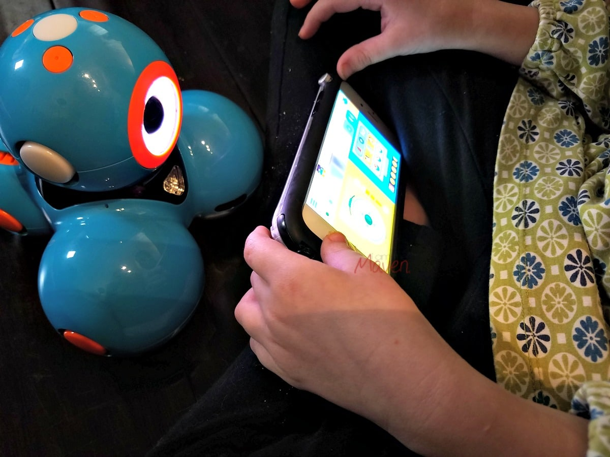 Dash, the kids robot, is easy to use