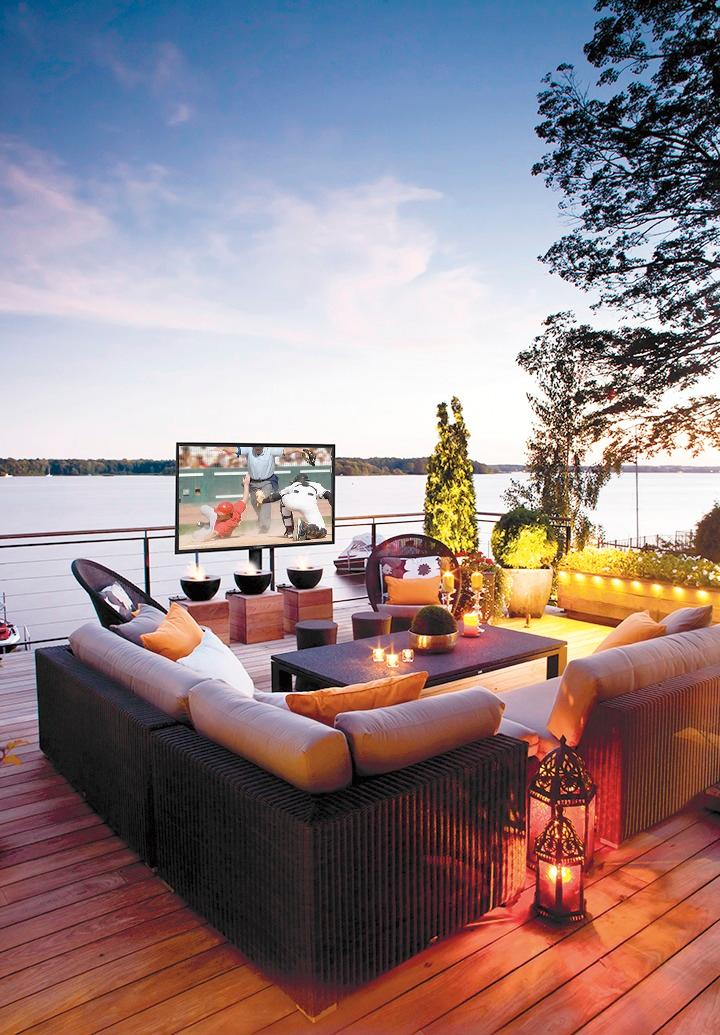 outdoor flatscreen tv