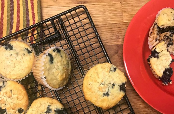 MAKE THESE OATMEAL BLUEBERRY MUFFINS!