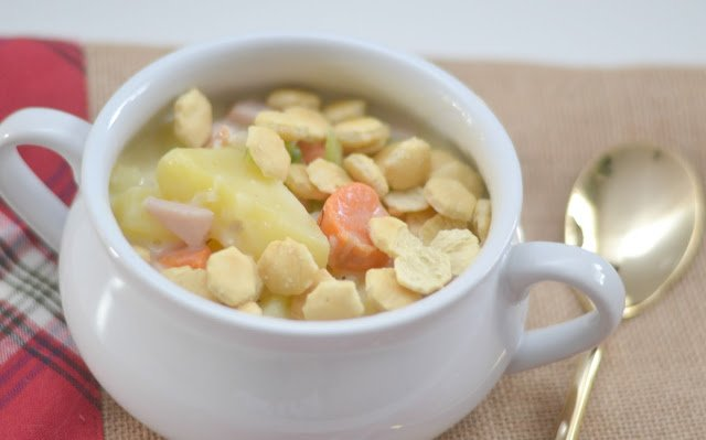 bowl of turkey pot pie soup