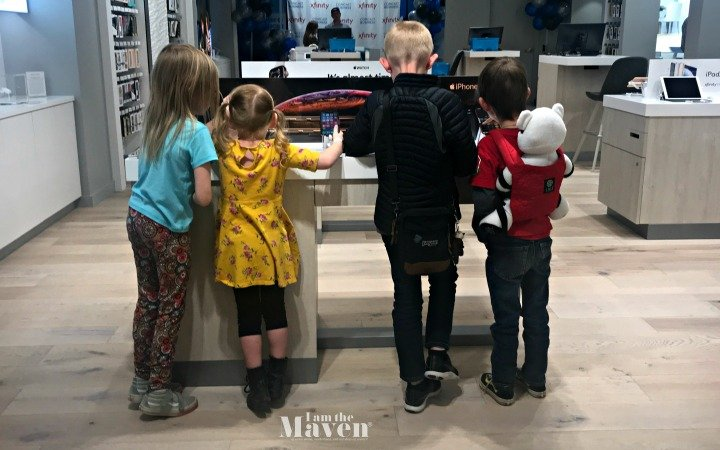 kids at comcast store